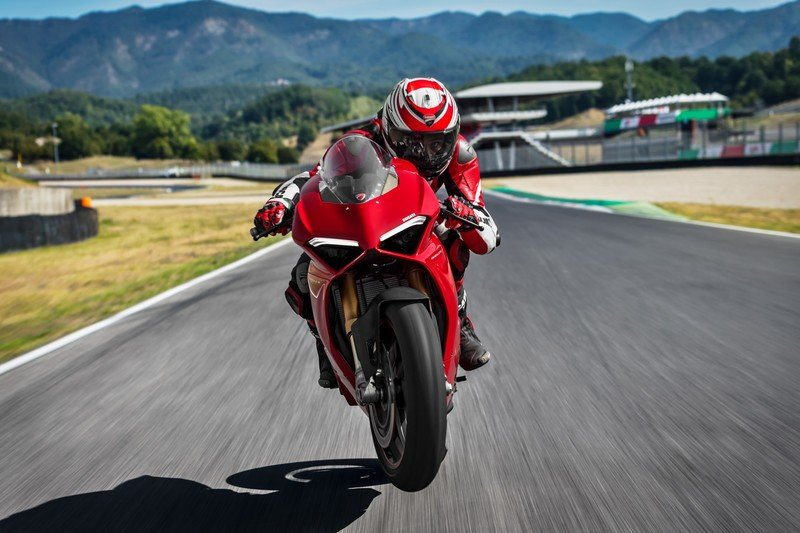 Images: 2018 Ducati Panigale V4 - in the details