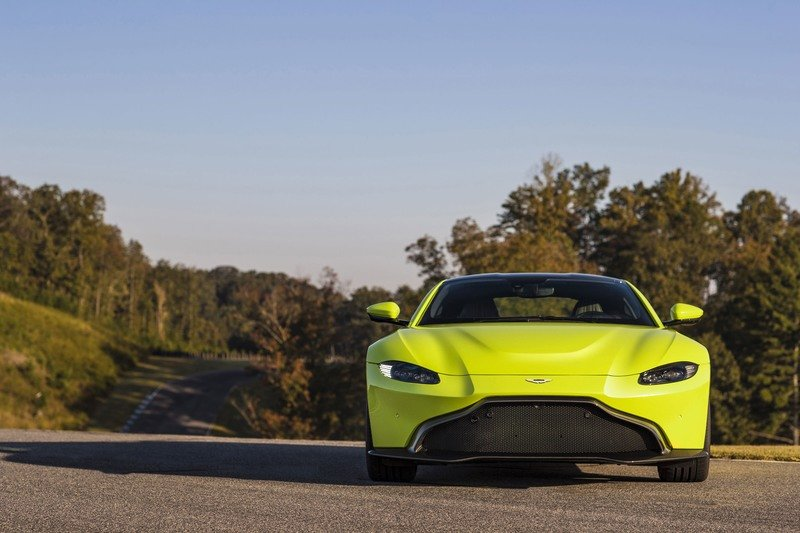 Wallpaper of the Day: 2018 Aston Martin Vantage