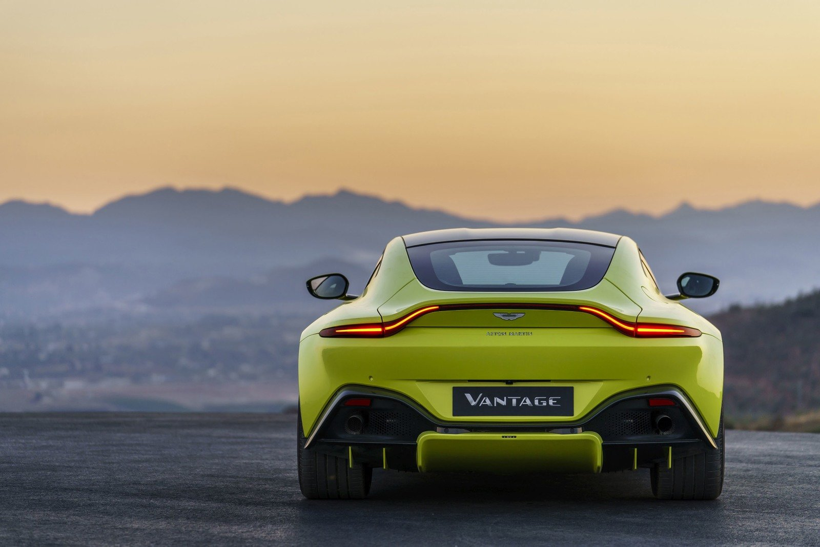 Wallpaper Of The Day 2018 Aston Martin Vantage In Deep Thought Pictures Photos Wallpapers Top Speed