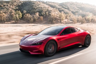 Is Tesla Working on a Flying Version of the Roadster? - image 746102