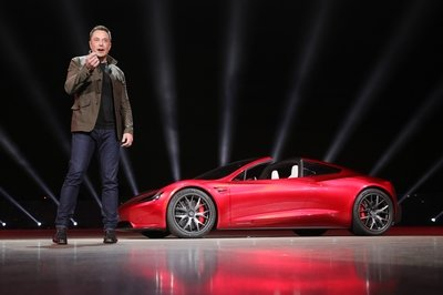 Is Tesla Working on a Flying Version of the Roadster? - image 746100