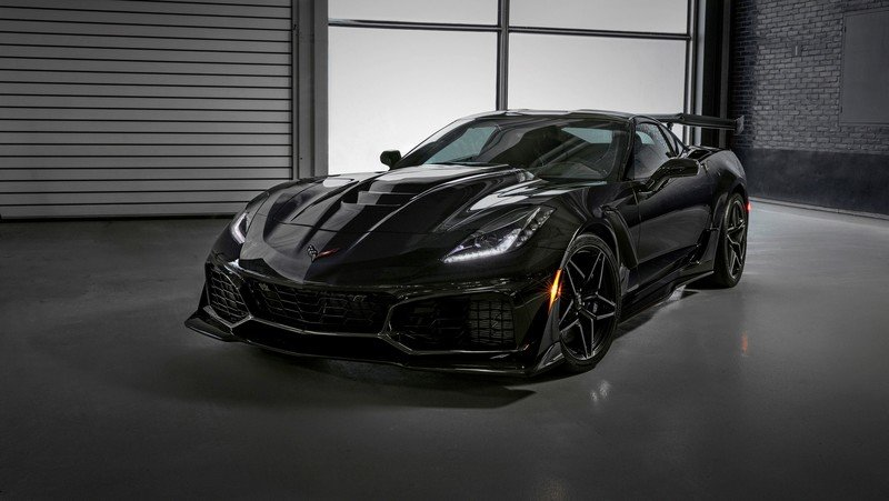 First-Production Chevrolet Corvette ZR1 Fetches $925,000 at Barrett-Jackson Auction