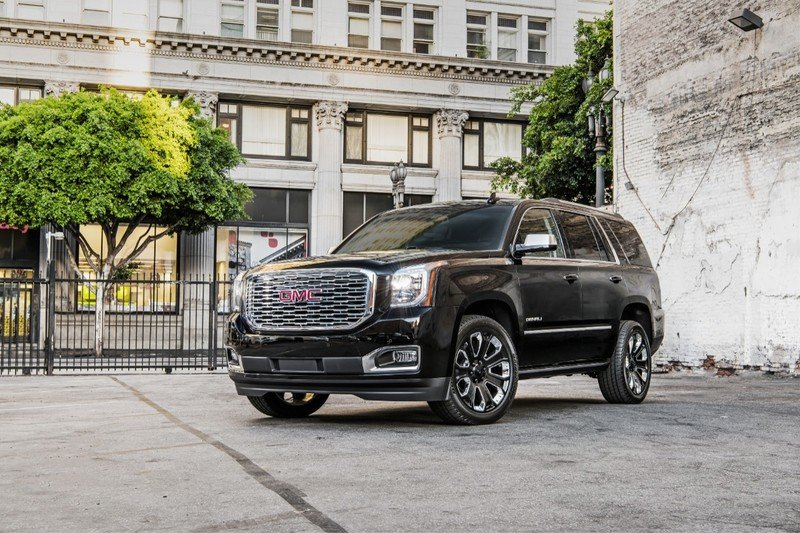 GMC Yukon Denali Gets More Premium Features with Ultimate Black Edition Pack