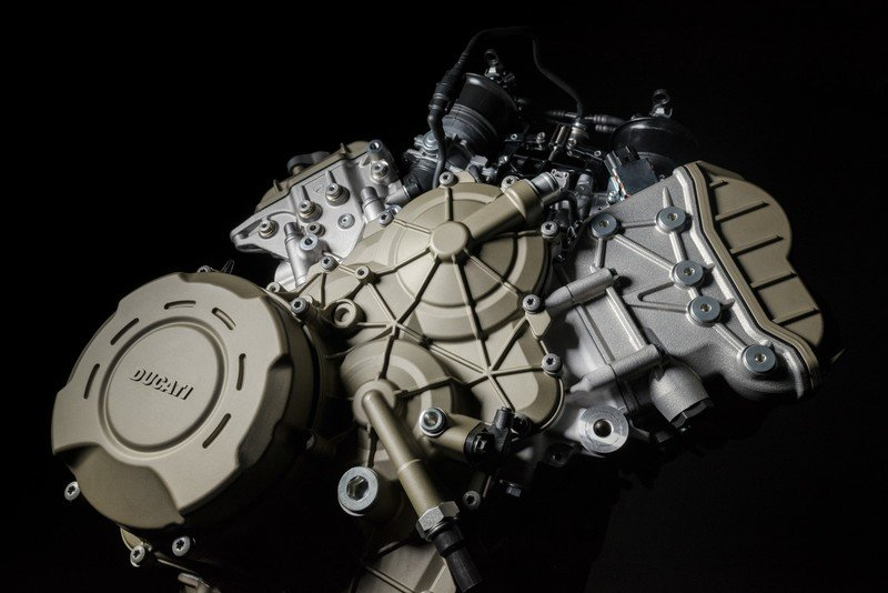 What is all that hype about the new Desmosedici Stradale V4 engine?