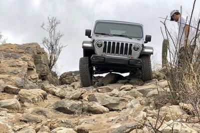 Driving the 2018 Jeep Wrangler JL - image 751507