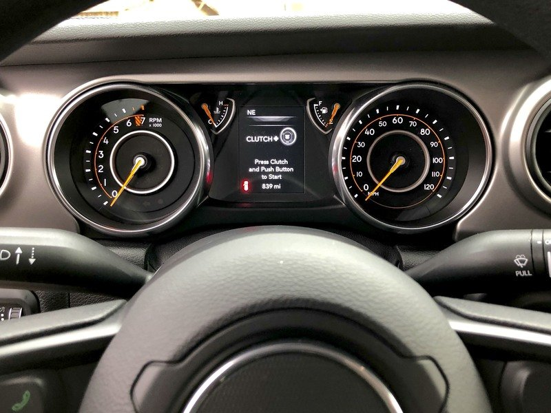 A Detailed Look At the 2018 Jeep Wrangler's Dashboard Interior - image 751620