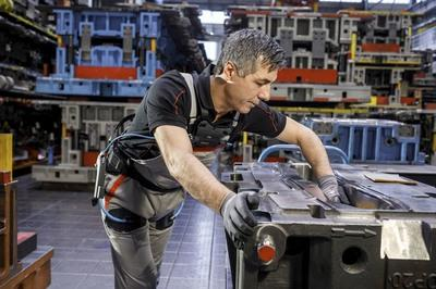 Audi Introduces Exoskeleton Suit in its Production Facilities - image 753749
