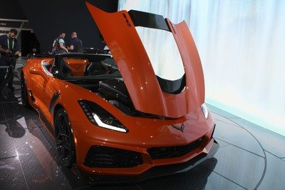 Chevrolet Corvette ZR1 Convertible: Old vs New - Almost 50 Years Apart - image 749151
