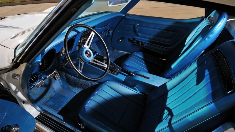 Chevrolet Corvette ZR1 Convertible: Old vs New - Almost 50 Years Apart Interior - image 749136