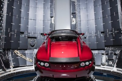 Elon Musk's Tesla Roadster Heads to Space Aboard Falcon Heavy on February 6th - image 754446