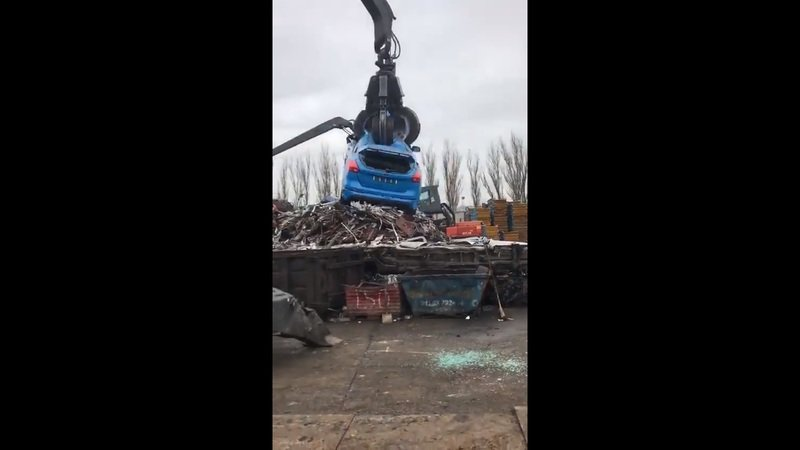 Feel Your Soul Ache as this Ford Focus RS Gets Crushed
