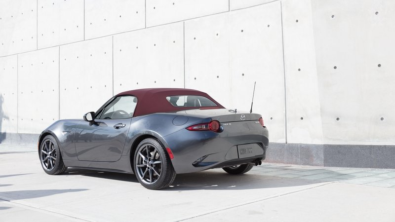 Mazda Updates the MX-5 For 2018; Adds Dark Cherry Soft Top Color