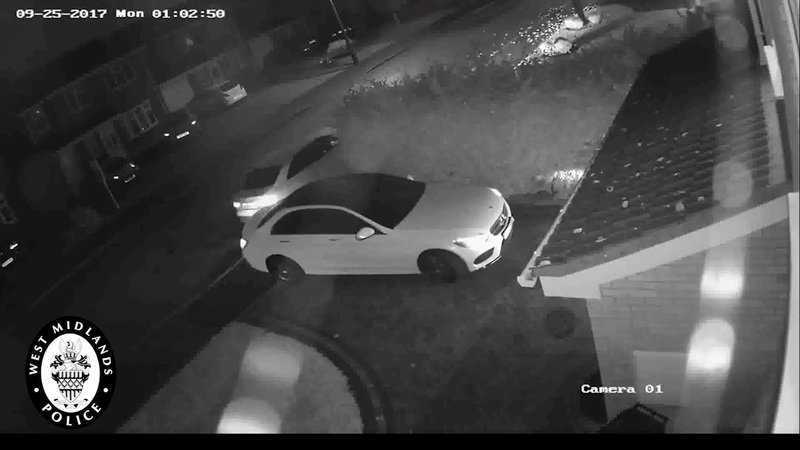 Thieves Steal Mercedes in Under 60 Seconds