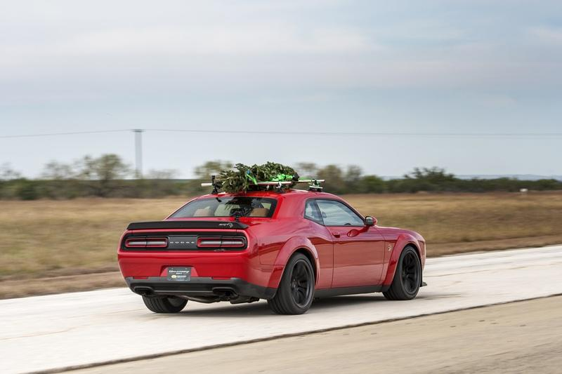 dodge challenger hellcat photos pictures pics wallpapers top speed. Black Bedroom Furniture Sets. Home Design Ideas