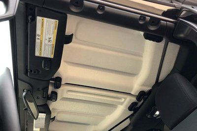 Watch the 2018 Jeep Wrangler's Freedom Top in Action - image 752258