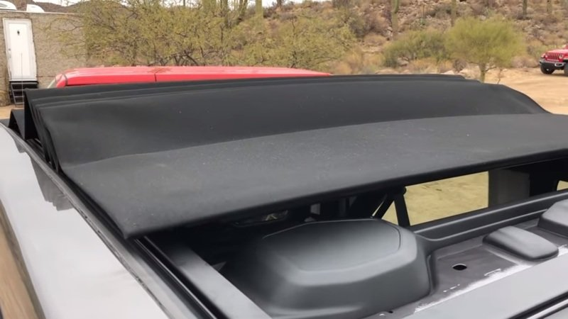 Watch the 2018 Jeep Wrangler's Powertop Top in Action - image 752259
