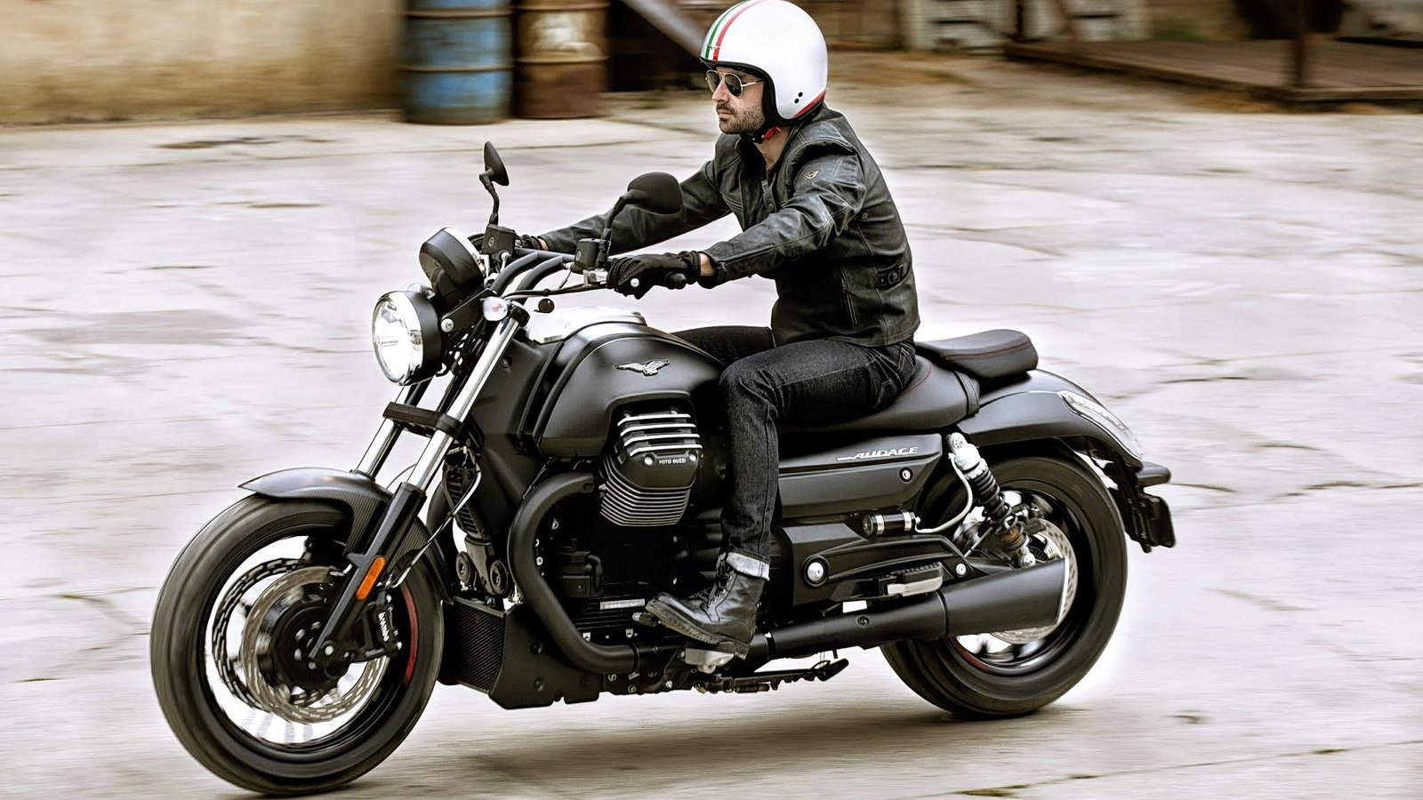 2015 2018 moto guzzi audace audace carbon review top speed. Black Bedroom Furniture Sets. Home Design Ideas