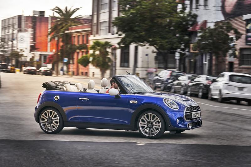 mini cooper reviews specs prices photos and videos top speed. Black Bedroom Furniture Sets. Home Design Ideas