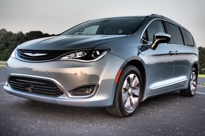 2018 Chrysler Pacifica Hybrid - Driven - image 756305