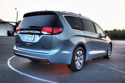 2018 Chrysler Pacifica Hybrid - Driven - image 756311