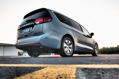 2018 Chrysler Pacifica Hybrid - Driven - image 756312