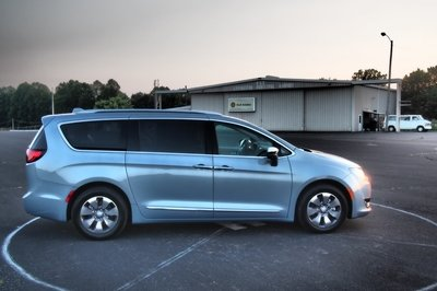 2018 Chrysler Pacifica Hybrid - Driven - image 756313