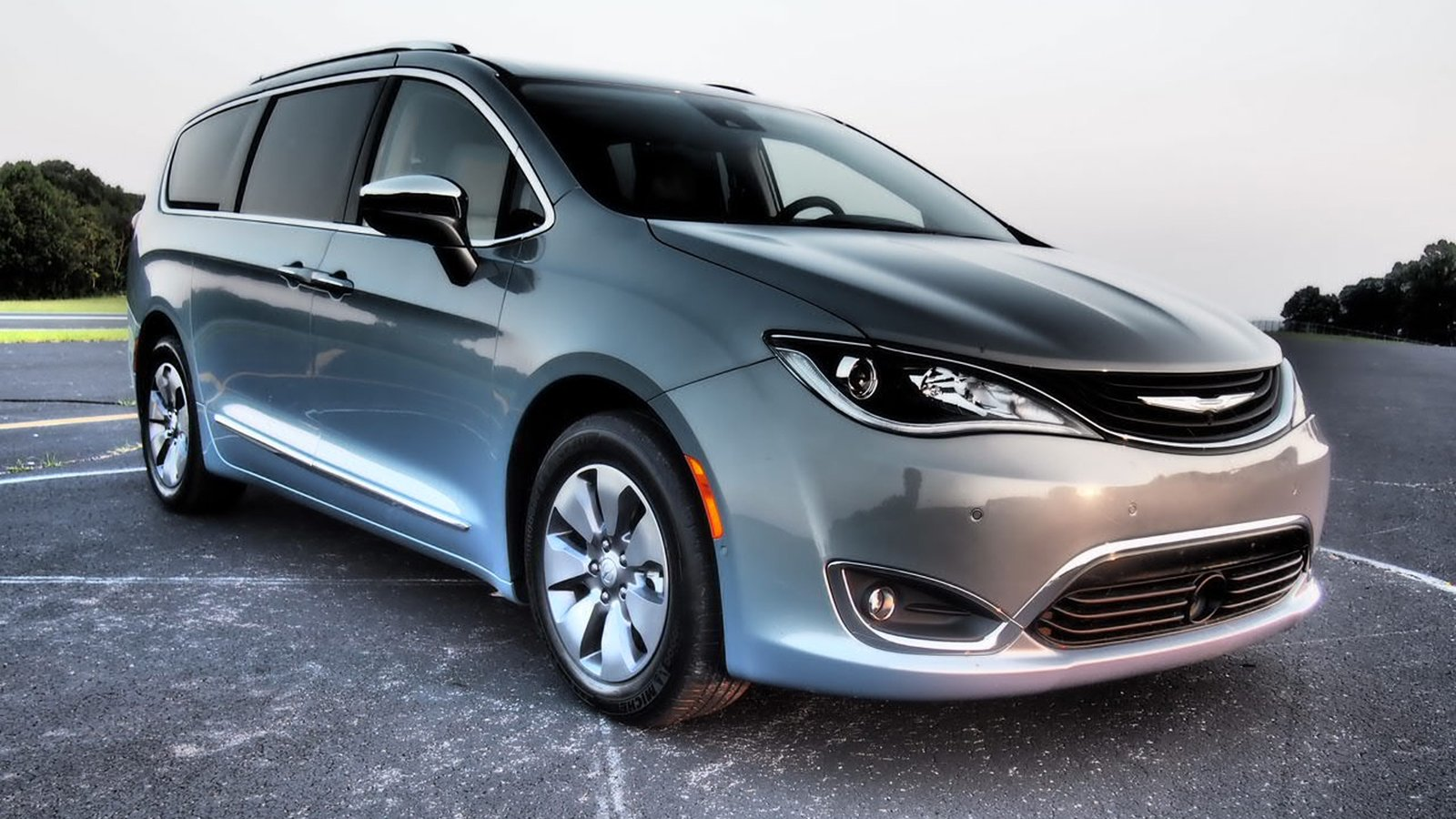 2018 chrysler pacifica hybrid driven review top speed. Black Bedroom Furniture Sets. Home Design Ideas