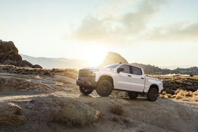 The 2019 Chevy Silverado Offers an all-new 3.0-liter Duramax; Revised 5.3- and 6.2-Liter Engines - image 758119