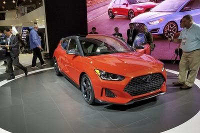 Hyundai Veloster Gets Much-Needed Redesign, but What's with the Lancer Evo Face? - image 758625