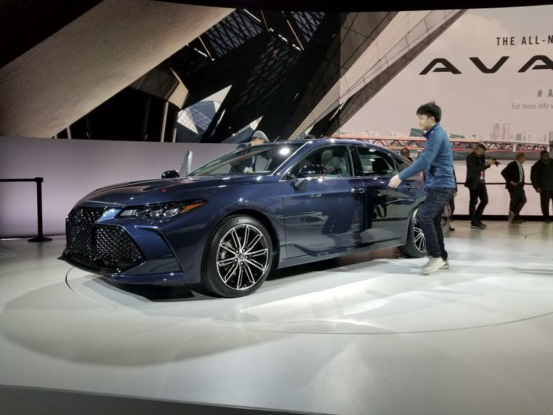 2019 Toyota Avalon Gets More Aggressive, Boasts New Tech at Detroit