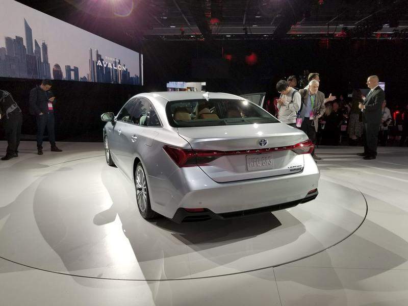Toyota Takes High-Tech Approach With New Avalon Hybrid