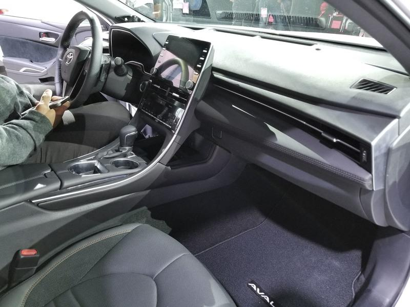 Toyota Takes High-Tech Approach With New Avalon Hybrid Interior - image 758814