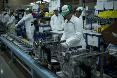Automakers Say Manufacturing Jobs Are Safe From Robot Takeover, For Now - image 763413