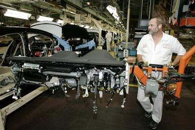 Automakers Say Manufacturing Jobs Are Safe From Robot Takeover, For Now - image 763414