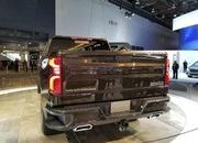 Watch The 2019 Chevy Silverado's Power-Lift Tailgate! - image 758270