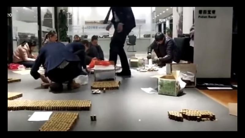 Chinese Businessman Pays for a BMW With Coins: Video