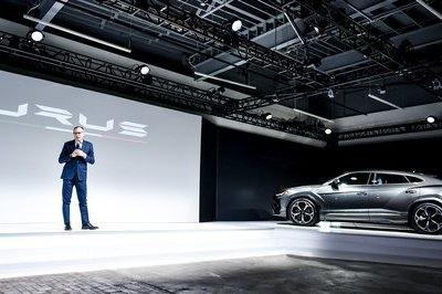 Feeling Special: Lambo Unveils Urus at Museum of Art, Ditches Detroit Auto Show - image 760451