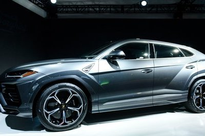 Feeling Special: Lambo Unveils Urus at Museum of Art, Ditches Detroit Auto Show - image 760453