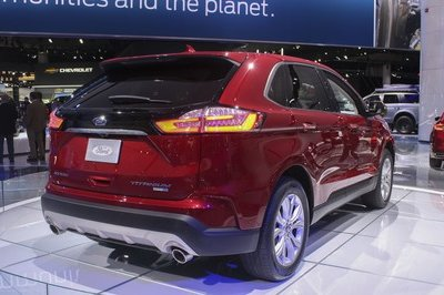 2019 Ford Edge - image 762312