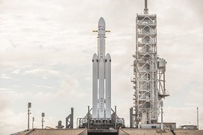 Fresh Images: SpaceX Falcon Heavy Looks Like It's Ready To Go - image 755443