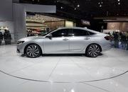 Honda Insight Returns to Take on the Toyota Prius with Sleek Design, High-Tech Interior - image 758763