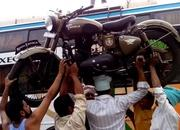 Loading a Royal Enfield onto a bus, carrying it on the head! - image 755703