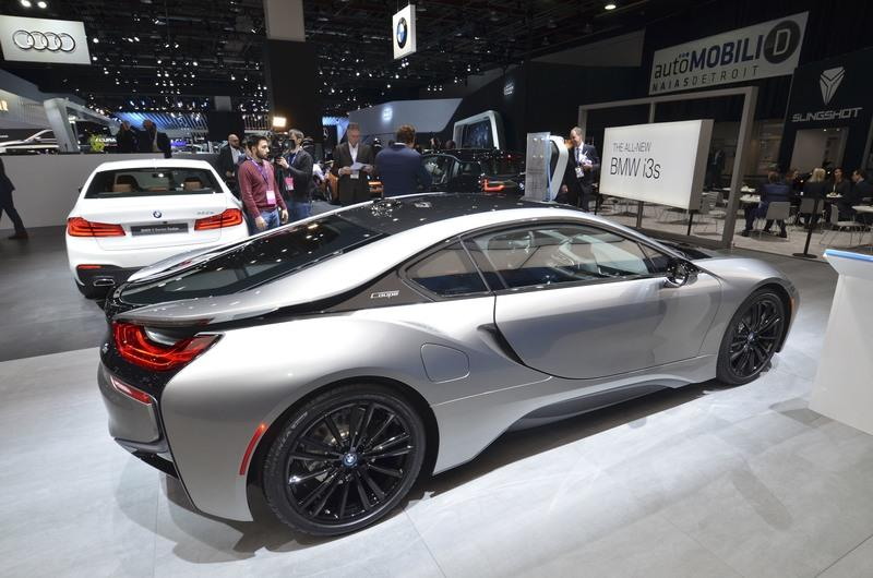 Oh Look, BMW Brought Its Pathetic i8 Facelift to Detroit