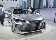 Toyota Takes High-Tech Approach With New Avalon Hybrid - image 759138