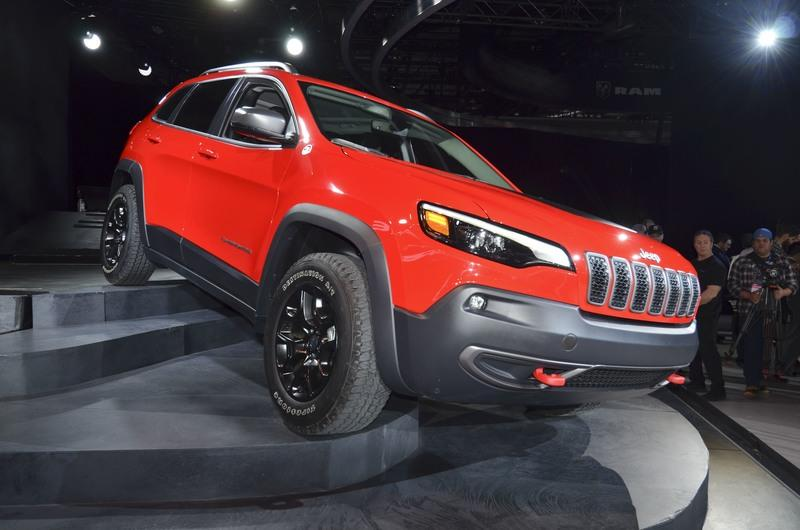 Updated Jeep Cherokee Goes Softer In The Styling Department Exterior - image 759134