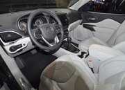 Updated Jeep Cherokee Goes Softer In The Styling Department - image 759124