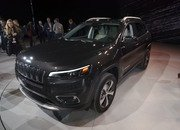 Updated Jeep Cherokee Goes Softer In The Styling Department - image 759125