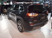 Updated Jeep Cherokee Goes Softer In The Styling Department - image 759127