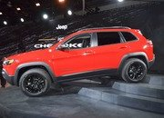 Updated Jeep Cherokee Goes Softer In The Styling Department - image 759129