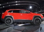 Updated Jeep Cherokee Goes Softer In The Styling Department - image 759123